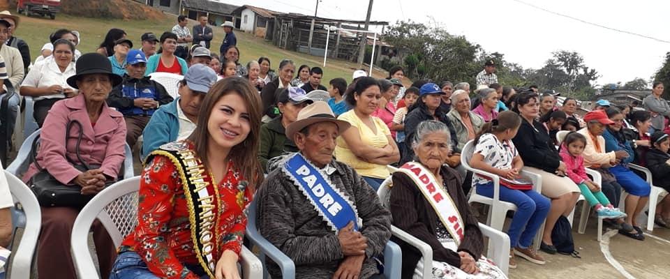 EL GAD PARROQUIAL Y SU REINA, CELEBRARON LA NAVIDAD CON LOS ADULTOS MAYORES DE LA PARROQUIA.